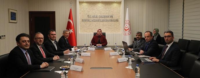 <h1>Sayın Zehra Zümrüt Selçuk'u Ziyaret</h1>